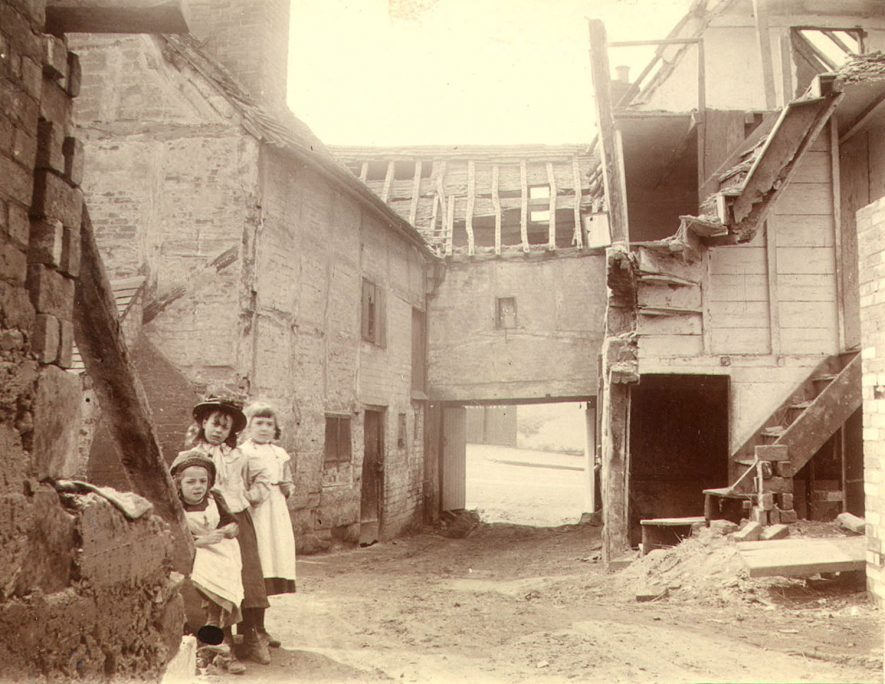 Gent's Buildings, 42, Saltisford, Warwick.  A yard, showing decaying buildings, and three girls.  From p6 of Album of Thomas Kemp of Warwick, dated  28th March 1896.  1890 |  IMAGE LOCATION: (Warwickshire County Record Office)