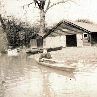 Warwick.  Boat House on The Avon