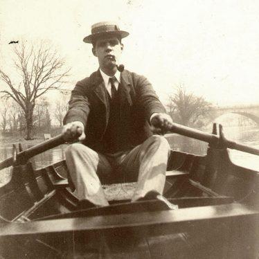 Warwick.  River Avon, man rowing a boat