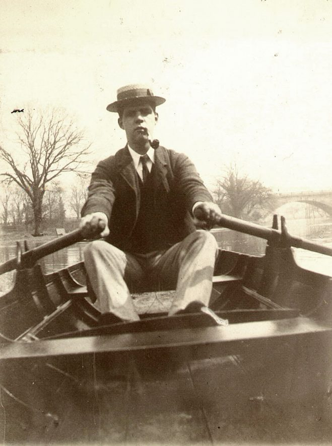 Man rowing a boat on the River Avon, Warwick.  1900s |  IMAGE LOCATION: (Warwickshire County Record Office)