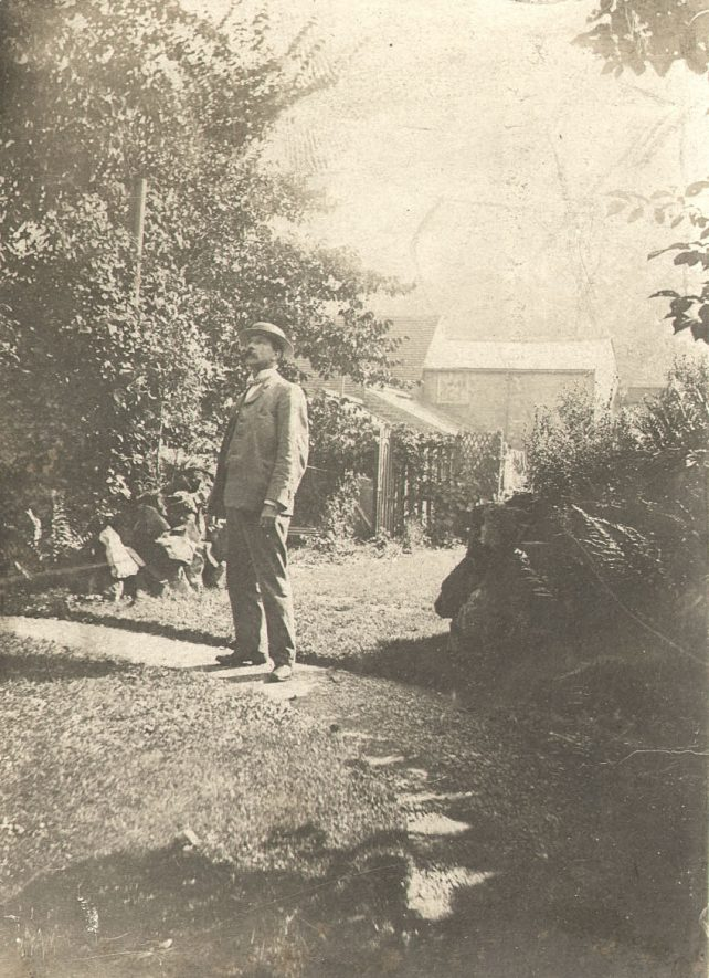 Mr T Kemp looking at his jargonelle pear tree at 10, Jury Street, Warwick.  Circa 1902 |  IMAGE LOCATION: (Warwickshire County Record Office)