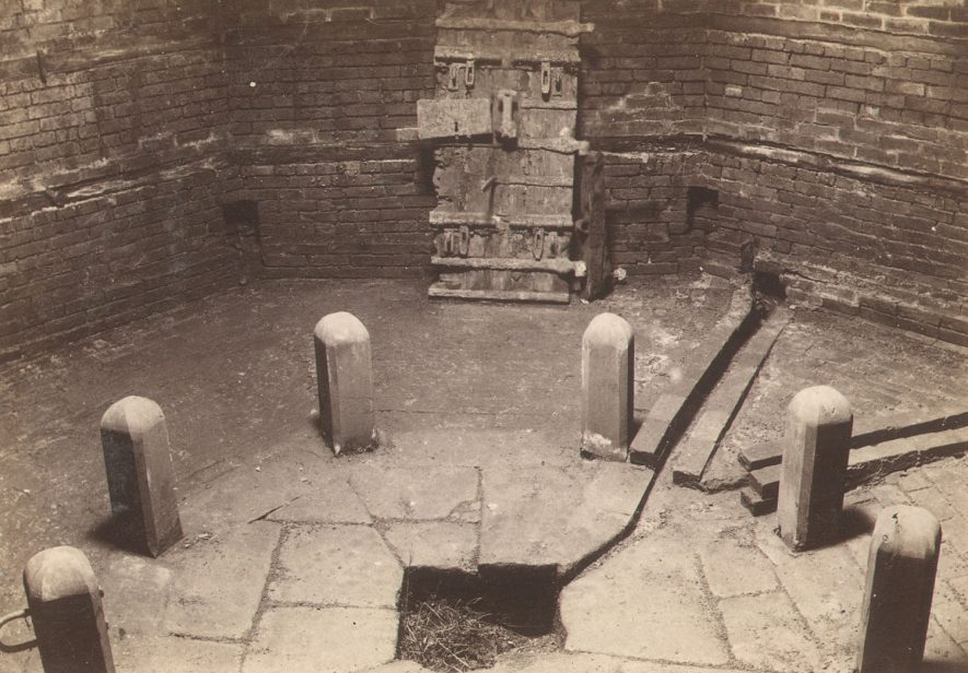 The Dungeon in the courtyard at the back of Shire Hall, Warwick, in which the Quakers were imprisoned in 1681. It is said that 56 were put in here at any one time. There were eight stout posts, in each of which was a staple through which ran a chain. In the middle was a cesspit.  1890s |  IMAGE LOCATION: (Warwickshire County Record Office)