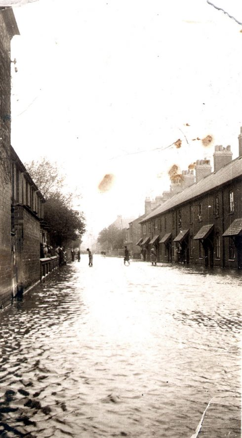 Houses in Dugdale Street, Nuneaton, after the floods.  1932 |  IMAGE LOCATION: (Warwickshire County Record Office)