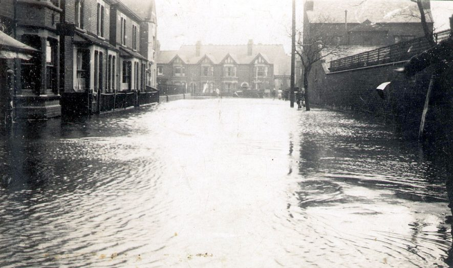 Houses in Riversley Road, Nuneaton, after the floods.  1932 |  IMAGE LOCATION: (Warwickshire County Record Office)