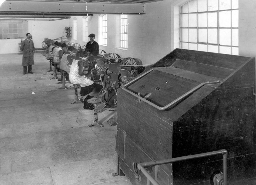 Machinery & workers at Luckman and Pickering's hat factory, Bedworth.  1920s    IMAGE LOCATION: (Warwickshire County Record Office)
