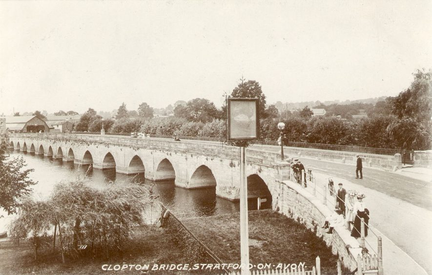 Clopton Bridge, Stratford upon Avon.  1900s |  IMAGE LOCATION: (Warwickshire County Record Office)