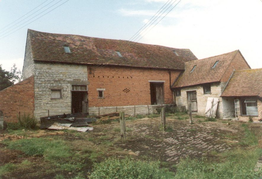 Barn and outbuildings at Church Farm, Temple Grafton.  1985 |  IMAGE LOCATION: (Warwickshire County Record Office)