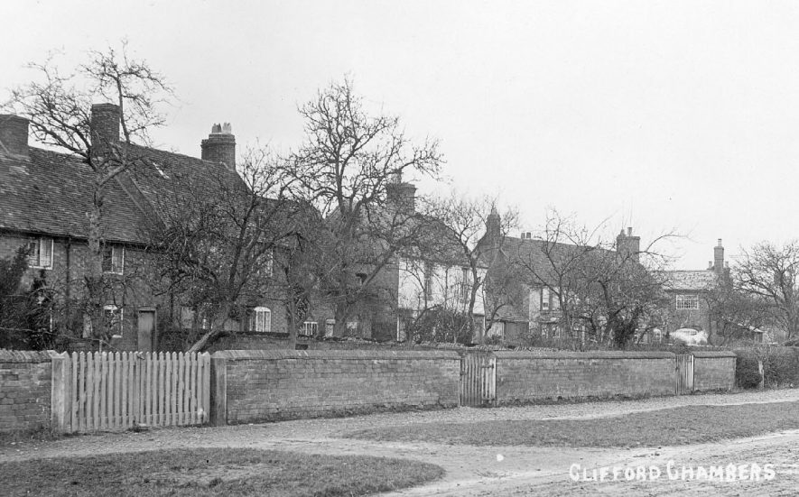 Village street in Clifford Chambers showing row of cottages.  1905 |  IMAGE LOCATION: (Warwickshire County Record Office)