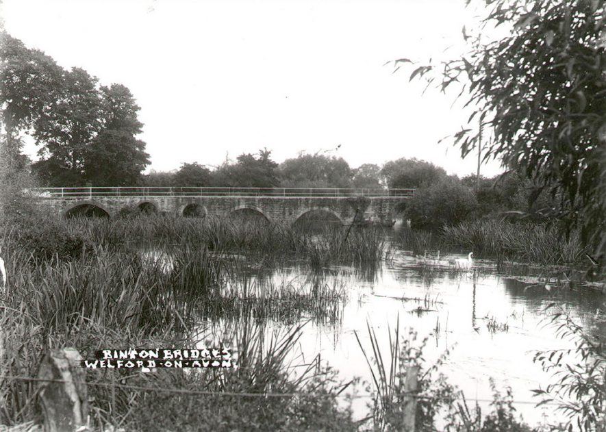 Binton Bridges over the river Avon at Welford on Avon.  1910s |  IMAGE LOCATION: (Warwickshire County Record Office)
