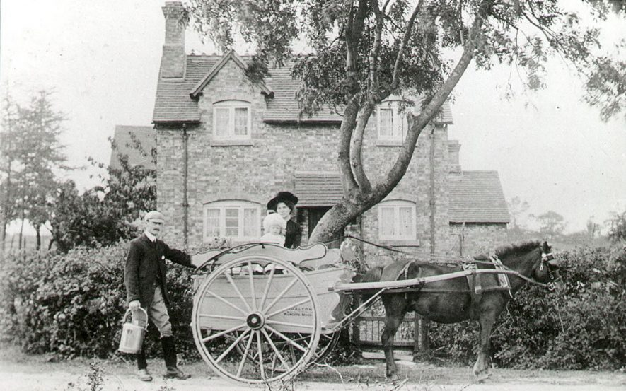 Richard Dalton's milkfloat, Wilmcote.  1910s |  IMAGE LOCATION: (Warwickshire County Record Office) PEOPLE IN PHOTO: Dalton, Richard, Dalton as a surname