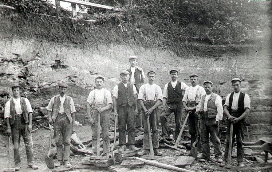 A group of workers at the quarry, Wilmcote.  1905 |  IMAGE LOCATION: (Warwickshire County Record Office)