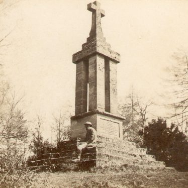 Warwick.  Gaveston Monument, Guys Cliff