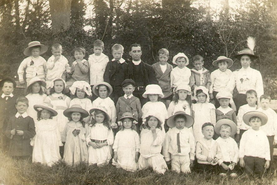 St Paul's Sunday School class group photograph with Rev. Ward and Mrs Hutchley, Warwick.  1910 |  IMAGE LOCATION: (Warwickshire County Record Office) PEOPLE IN PHOTO: Ward, Revd, Ward as a surname, Hutchley, Mrs, Hutchley as a surname