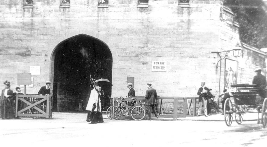 Castle gates, Castle Hill, Warwick, with members of the public, a bicycle and a cart.  1910 |  IMAGE LOCATION: (Warwickshire County Record Office)
