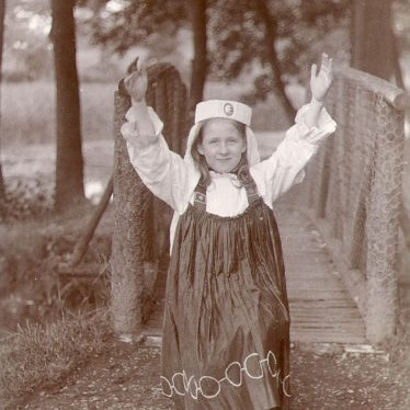A small actress at Warwick pageant.  1906 |  IMAGE LOCATION: (Warwickshire County Record Office)
