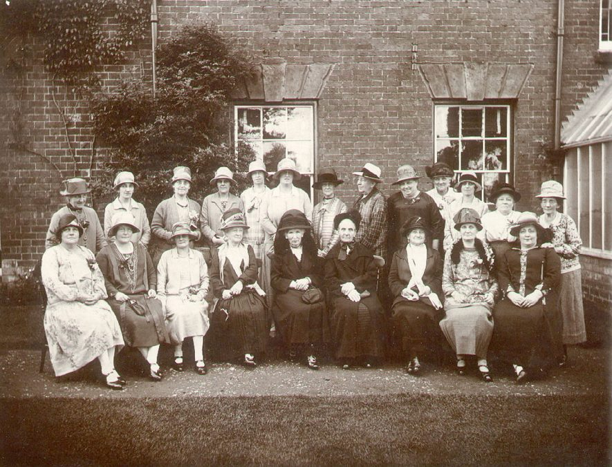 Women's Liberal Association group photograph, Warwick.  1920s    IMAGE LOCATION: (Warwickshire County Record Office)