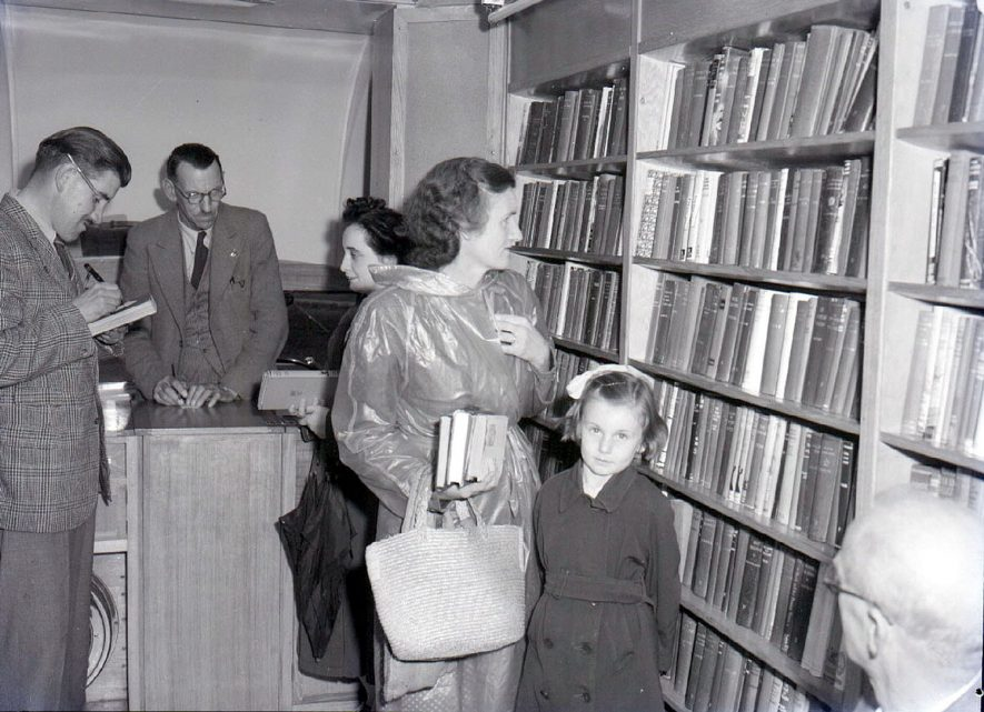 People selecting library books from the W.C.C mobile library van in Tysoe.  August 2nd 1950 |  IMAGE LOCATION: (Warwickshire County Record Office)