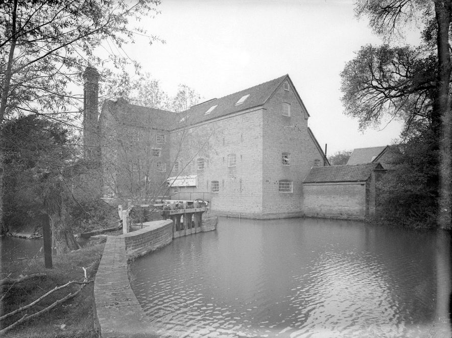 Clifford mill and River Stour, Clifford Chambers.  May 6th 1939 |  IMAGE LOCATION: (Warwickshire County Record Office)