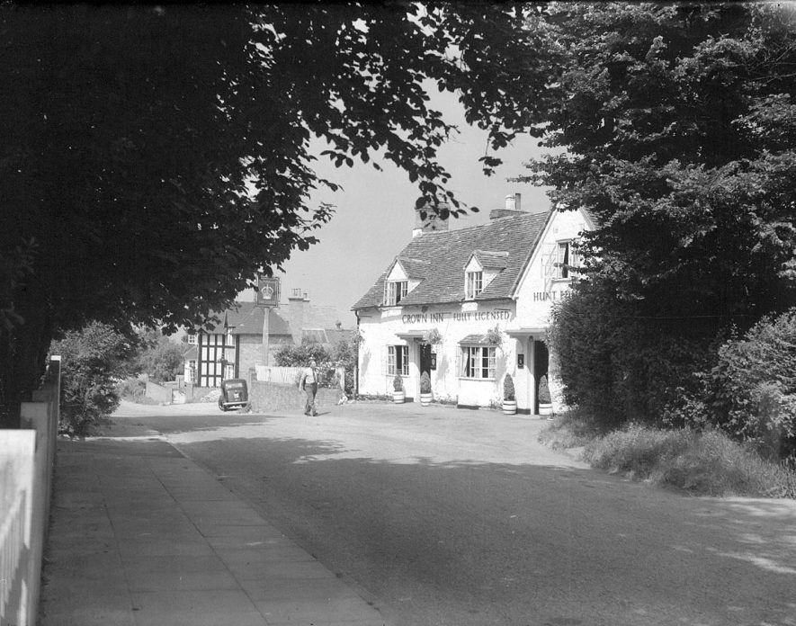 The Crown Inn and cottages at Claverdon.  July 1955 |  IMAGE LOCATION: (Warwickshire County Record Office)