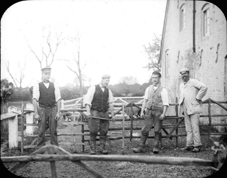 Farmworkers washing sheep, Clifford Chambers.  1900s |  IMAGE LOCATION: (Warwickshire County Record Office)