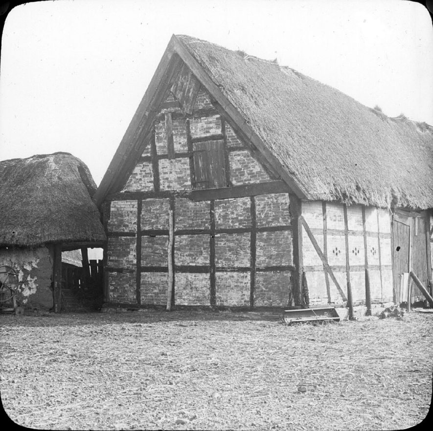 Monks' barn, Clifford Chambers.  1901 |  IMAGE LOCATION: (Warwickshire County Record Office)