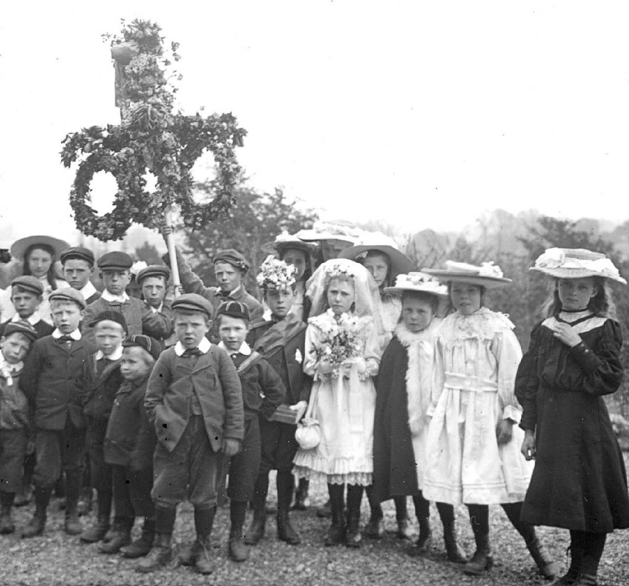 Group of village children dressed for May Day celebrations at Red Hill House, Clifford Chambers.  1906 |  IMAGE LOCATION: (Warwickshire County Record Office)
