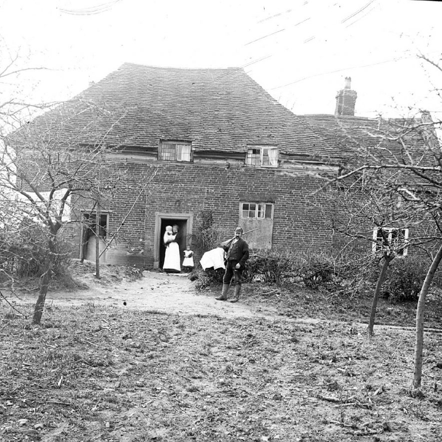 The Hewins family outside Close Cottage, Clifford Chambers.  1900s |  IMAGE LOCATION: (Warwickshire County Record Office) PEOPLE IN PHOTO: Hewins, Mrs, Hewins, Mr, Hewins as a surname