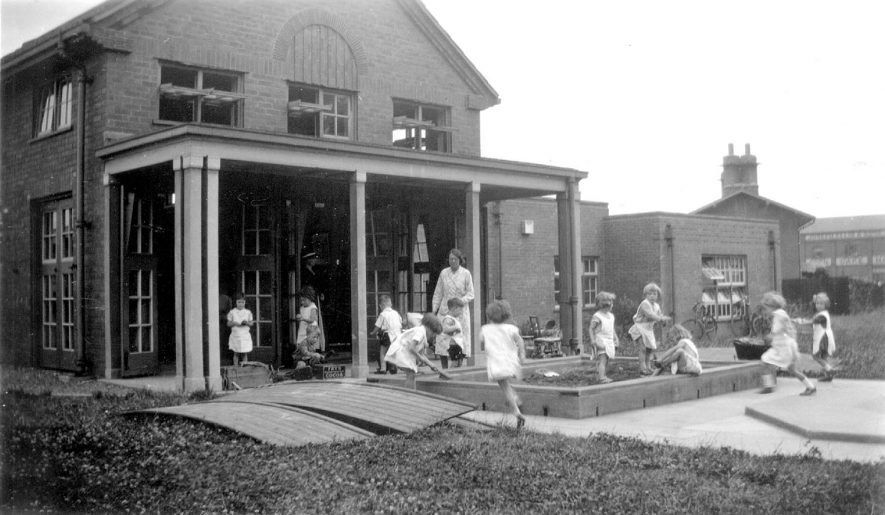 Rugby Northlands County Infants School.  The sand pit and veranda.  1934 |  IMAGE LOCATION: (Warwickshire County Record Office)