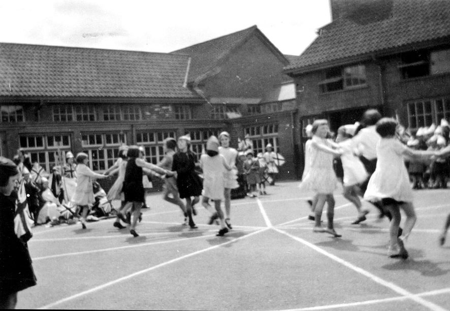 Rugby Northlands County Primary Empire Day.  1934 |  IMAGE LOCATION: (Warwickshire County Record Office)
