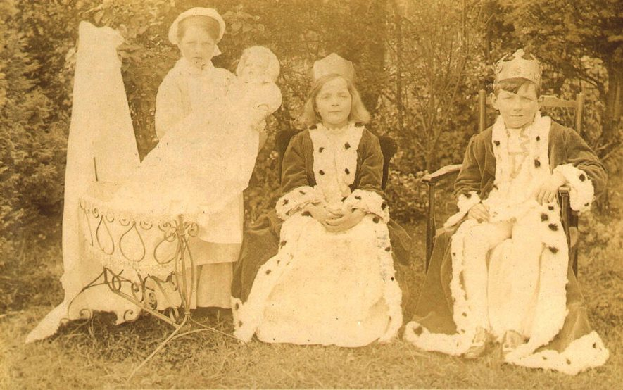 The King and Queen, with nurse and princess at Studley Council School.  1910s |  IMAGE LOCATION: (Warwickshire County Record Office)