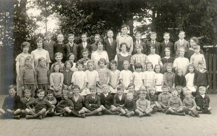 Temple Grafton Council School group photograph.  1926 |  IMAGE LOCATION: (Warwickshire County Record Office)