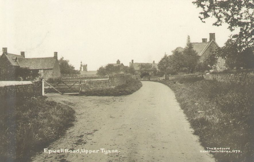 Epwell Road, Upper Tysoe, showing farm and cottages.  1914 |  IMAGE LOCATION: (Warwickshire County Record Office)