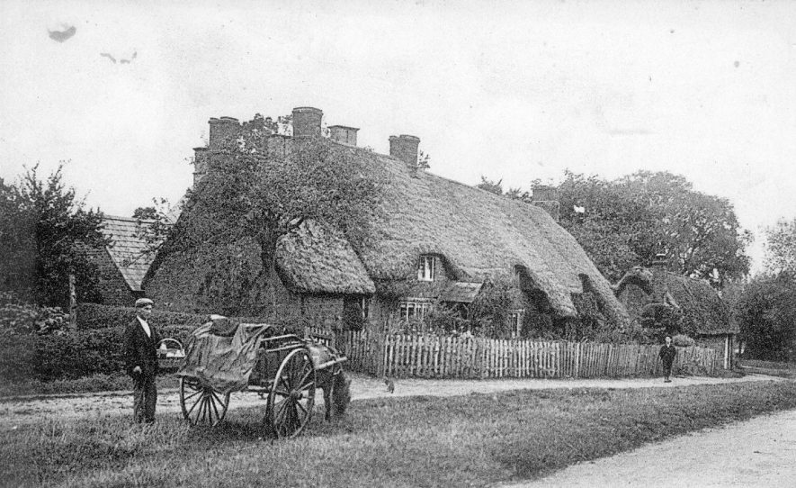 Row of thatched cottages, man with horse and cart. Middle Tysoe.  1910 |  IMAGE LOCATION: (Warwickshire County Record Office)
