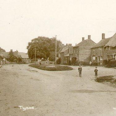 Tysoe.  Village street