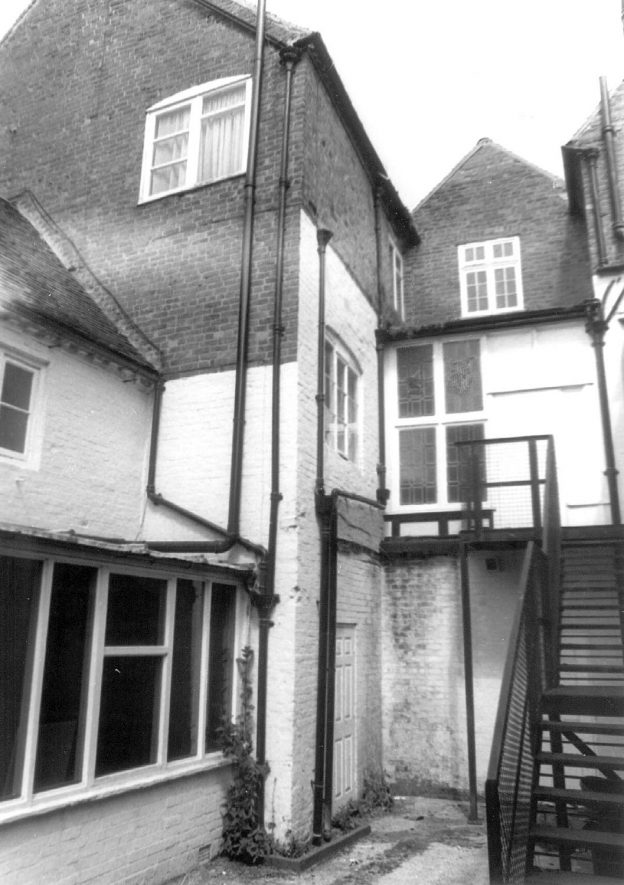 The Woolpack Hotel, rear view, Warwick.  1989 |  IMAGE LOCATION: (Warwickshire County Record Office)