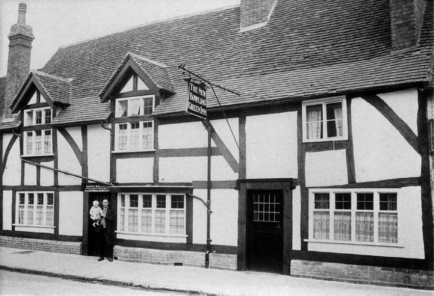 The New Bowling Green Inn, St Nicholas Church Street, Warwick.  1910s |  IMAGE LOCATION: (Warwickshire County Record Office)