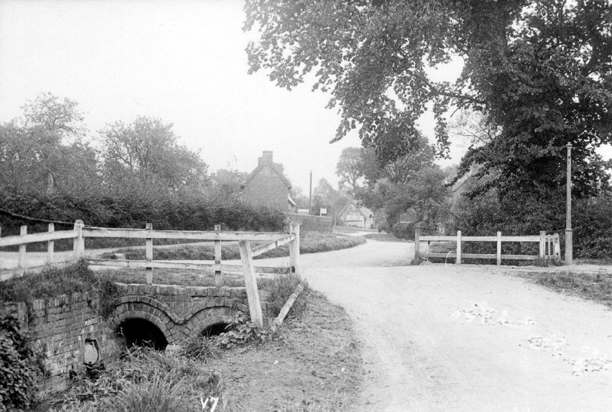 A country lane near the village of Willoughby.  1920s |  IMAGE LOCATION: (Warwickshire County Record Office)