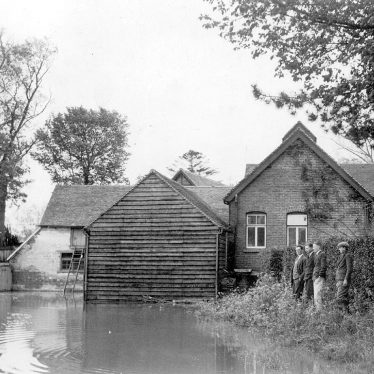 Clifford Chambers.  Manor Mill in flood
