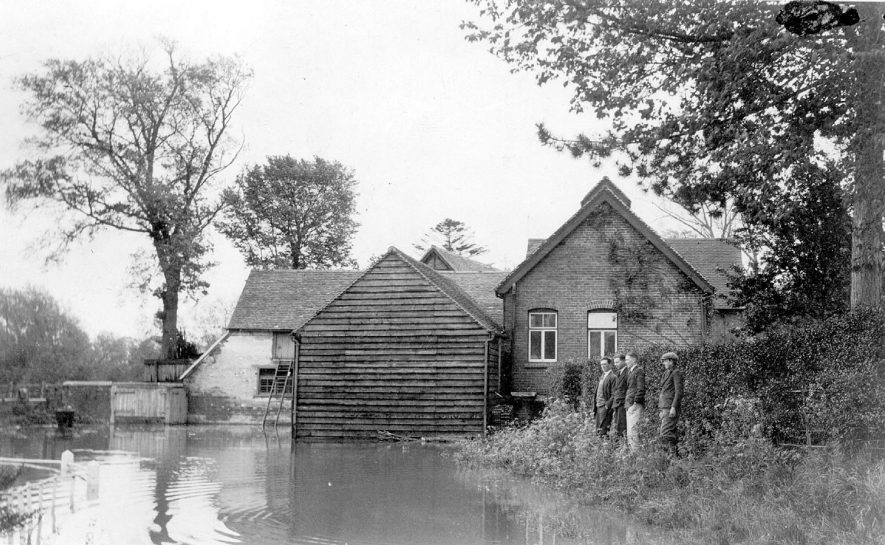 Floods at The Manor Mill, Clifford Chambers.  1927 |  IMAGE LOCATION: (Warwickshire County Record Office)
