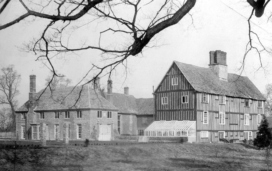 The Manor House, Clifford Chambers, before the fire in 1918.  1910s    IMAGE LOCATION: (Warwickshire County Record Office)