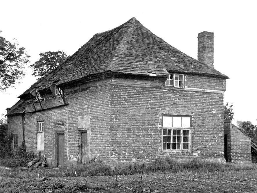The Close, reputed to be the oldest building in Clifford Chambers. It fell into a state of disrepair, before being reconstructed and made into one house again.  1950s |  IMAGE LOCATION: (Warwickshire County Record Office)