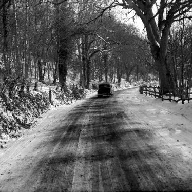 Edgehill.  A road under snow