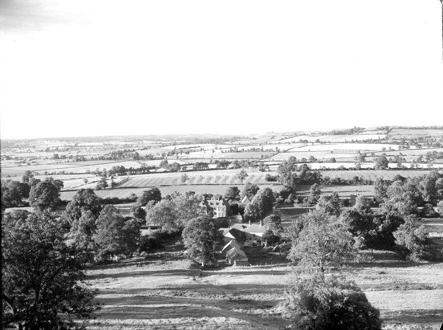 The view from Edge Hill looking down on Arlescote.  1954 |  IMAGE LOCATION: (Warwickshire County Record Office)
