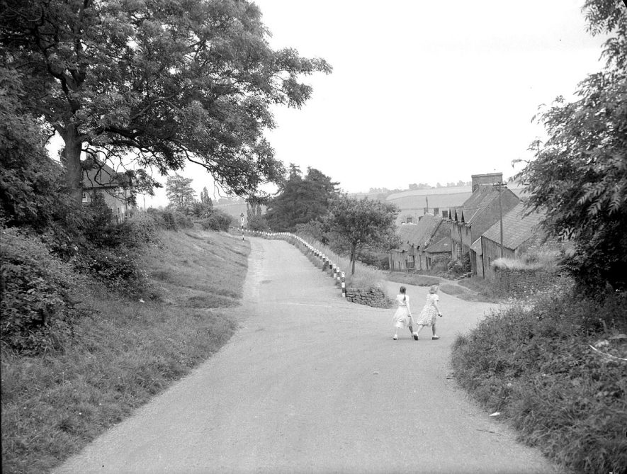 A view of Ratley.  1950s |  IMAGE LOCATION: (Warwickshire County Record Office)