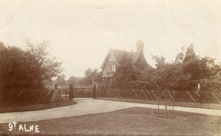 Great Alne Park lodge.  1900s |  IMAGE LOCATION: (Warwickshire County Record Office)
