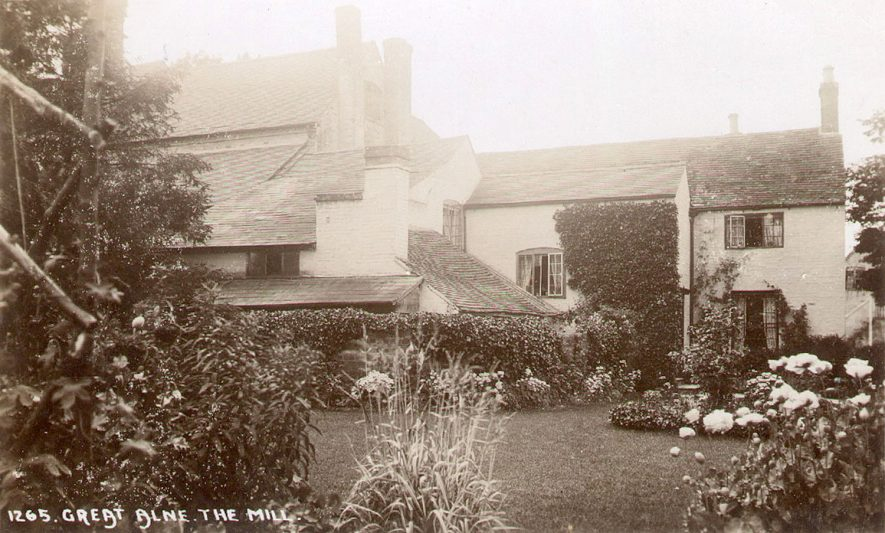 Great Alne mill and garden.  1920s |  IMAGE LOCATION: (Warwickshire County Record Office)