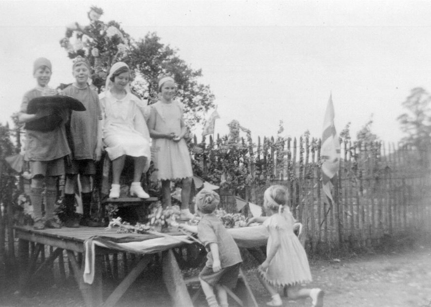 May Queen and attendants, Combrook.  May 1937 |  IMAGE LOCATION: (Warwickshire County Record Office)