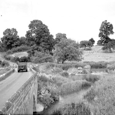 Halford.  Old Fosse Road and bridge
