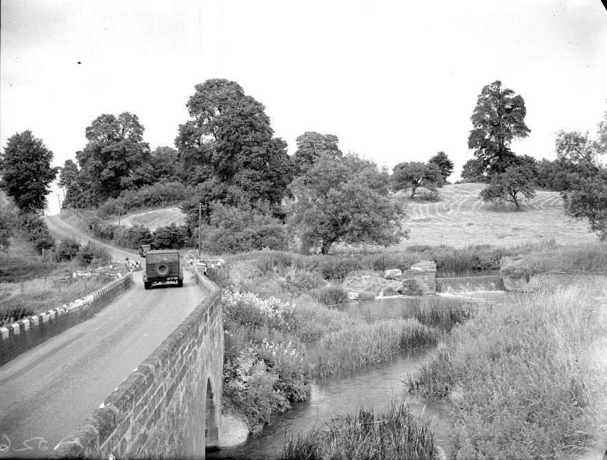 The Old Fosse Road and bridge at Halford.  1930s |  IMAGE LOCATION: (Warwickshire County Record Office)