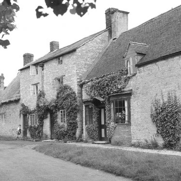 Halford.  Stone cottages